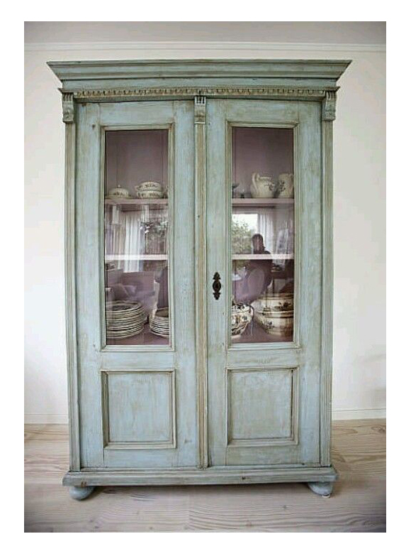 Decora con vitrinas y vitrinas antiguas campoloco - Como decorar una vitrina ...