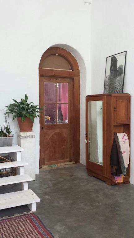 Abrimos las puertas antiguas de nuestra casa campoloco for Porton madera antiguo